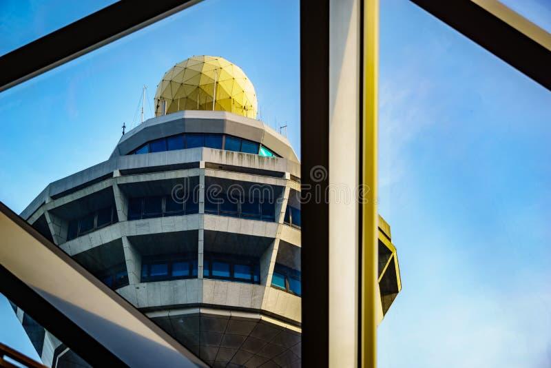 Aéroport Singapour - tour de contrôle de Changi de bijou photos stock