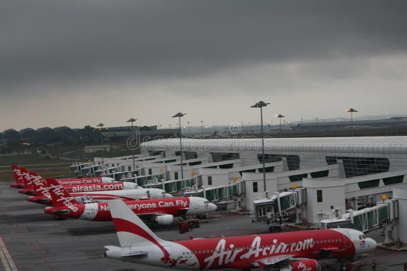 Aéroports nuageux image stock