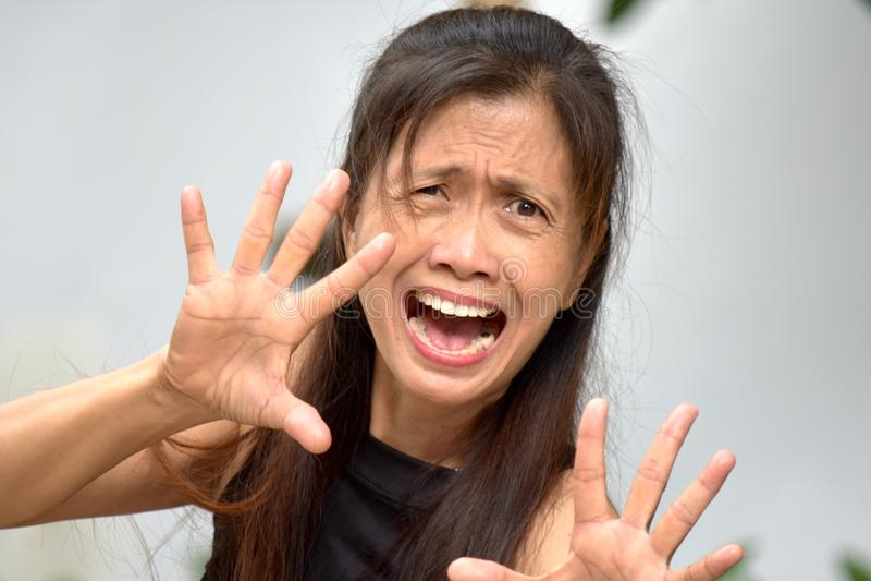 Aîné féminin asiatique effrayé images stock