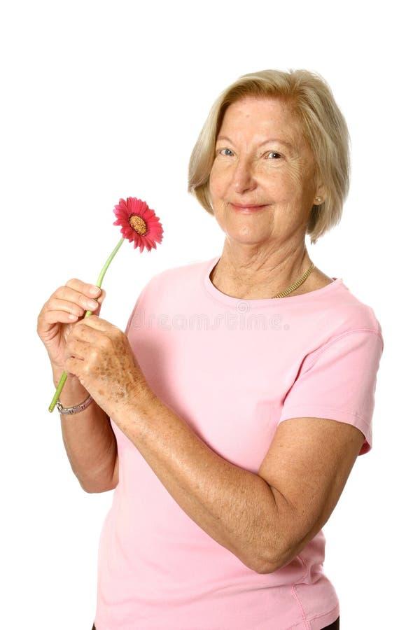 Aîné heureux avec la fleur photo stock