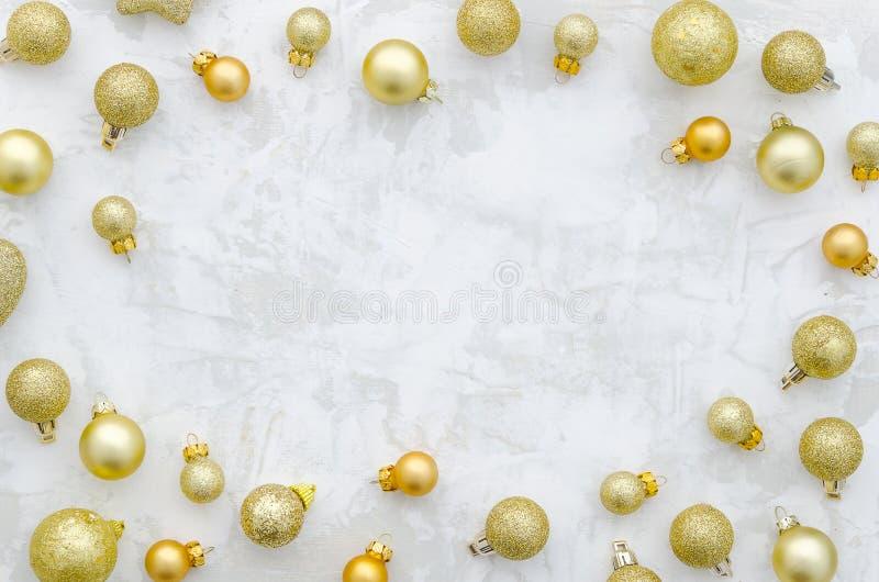 Año Nuevo chino Marco de oro de las bolas de la Navidad Endecha plana, visión superior imagen de archivo libre de regalías