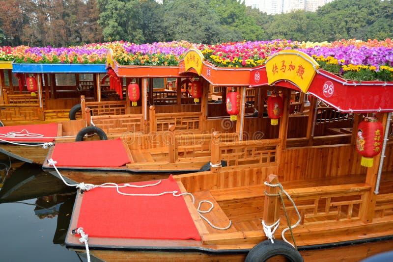 Año Nuevo chino--vehículo festooned en el agua fotos de archivo libres de regalías
