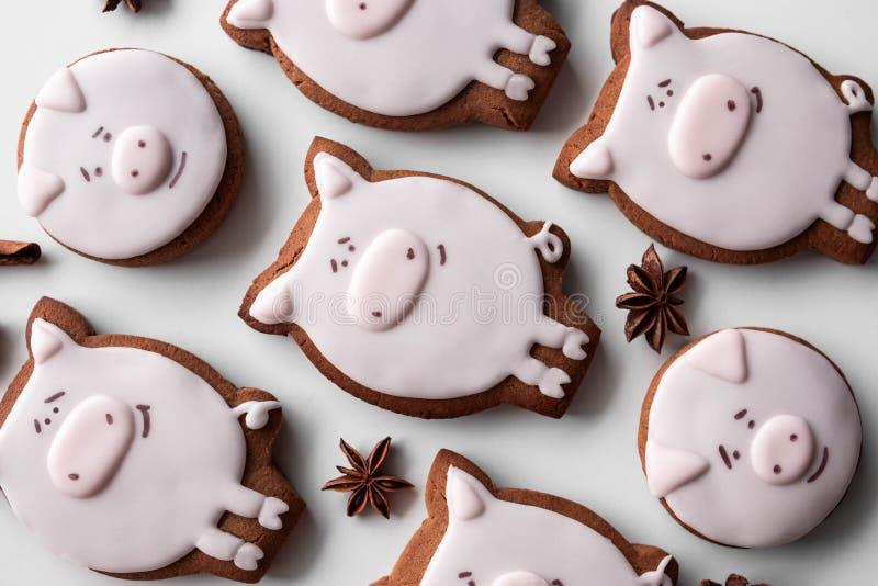 Año Nuevo de las galletas 2019 deliciosos del pan de jengibre imagen de archivo