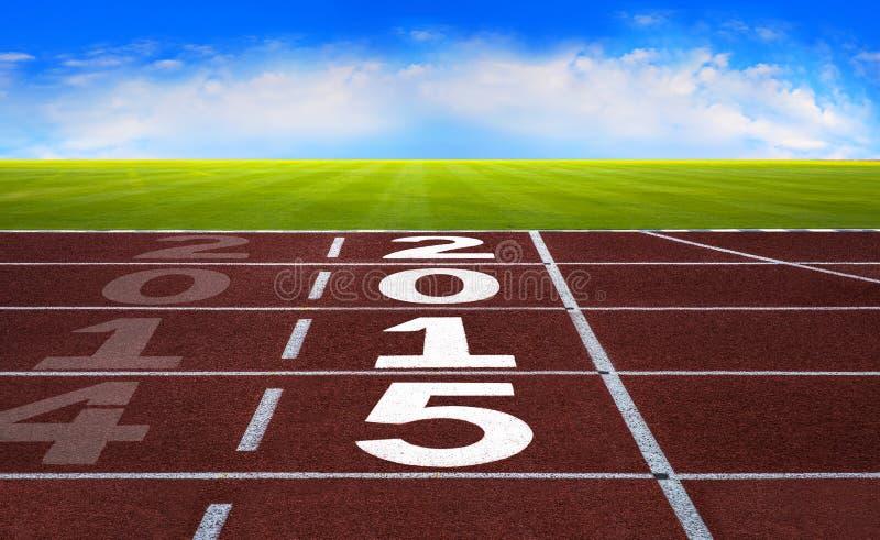 Año Nuevo 2015 en concepto corriente de la pista con el cielo azul fotografía de archivo