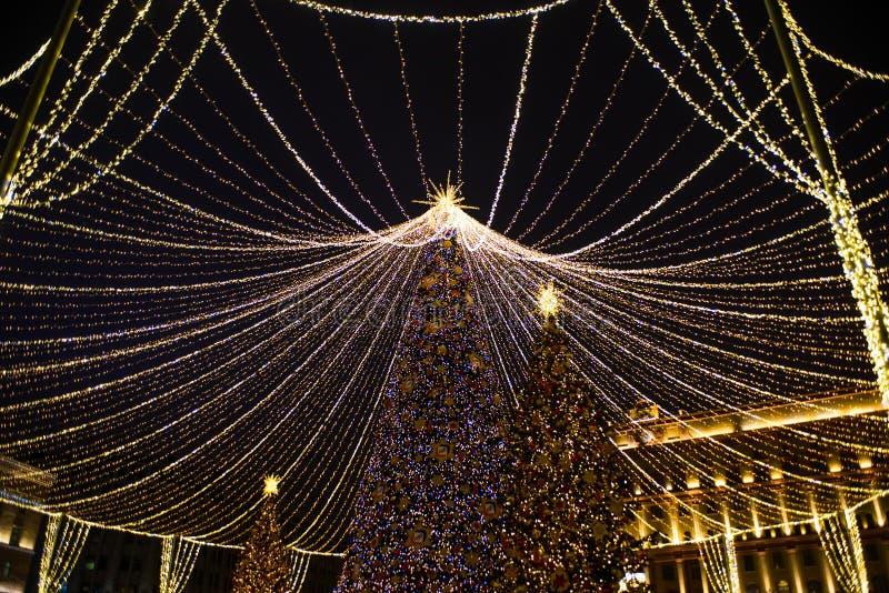 Año Nuevo, invierno Moscú en toda su iluminación festiva foto de archivo