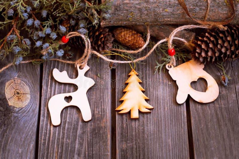 Año Nuevo 2017, juguetes de madera en fondo fotos de archivo libres de regalías