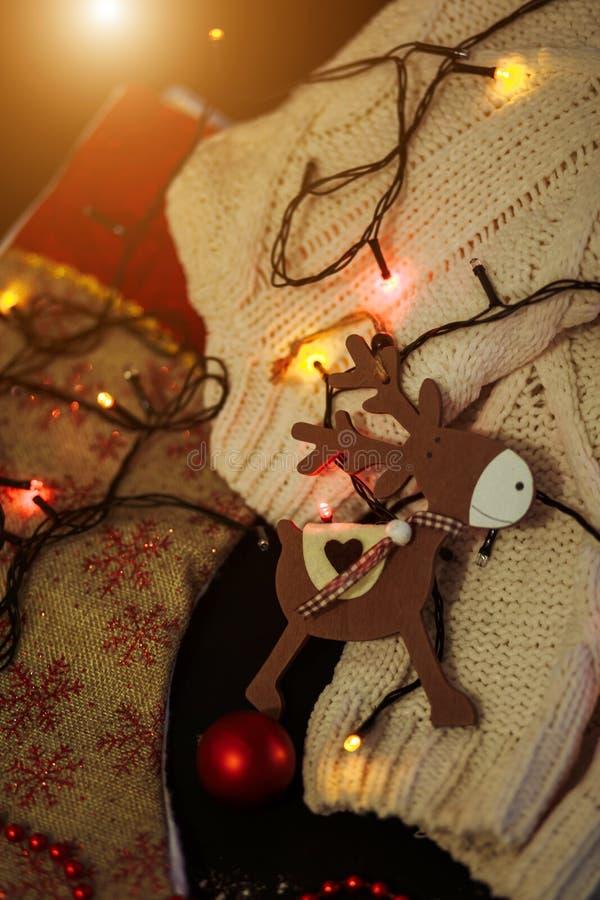 Año Nuevo, regalos de Navidad, regalo hecho a mano, visión superior puesta plano Navidad, día de fiesta, conceptos de la celebrac fotografía de archivo