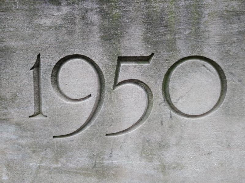 1950, año tallado en piedra foto de archivo