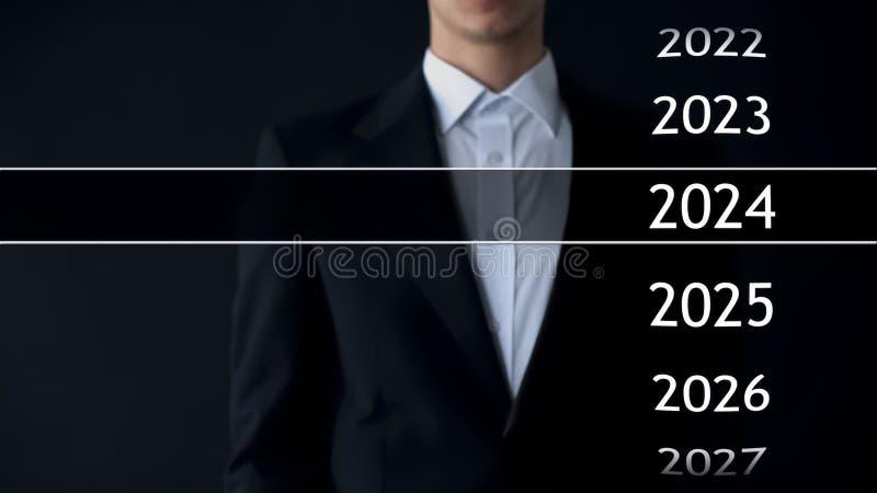 2024 años en archivo virtual, hombre de negocios en la colección del fondo de estadísticas imágenes de archivo libres de regalías