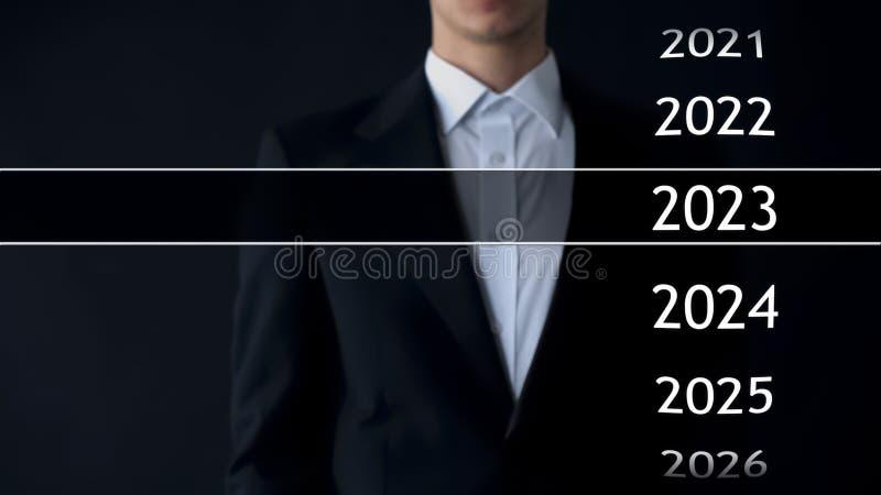 2023 años en archivo virtual, hombre de negocios en la colección del fondo de estadísticas imágenes de archivo libres de regalías