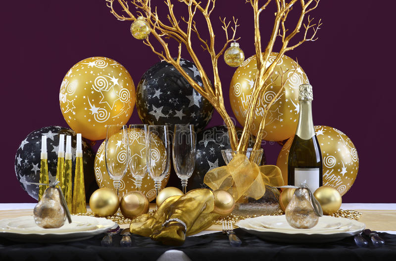 Años Nuevos de Eve Dinner Table Setting imagen de archivo libre de regalías