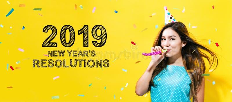2019 Años Nuevos de resoluciones con la mujer joven con tema del partido imágenes de archivo libres de regalías