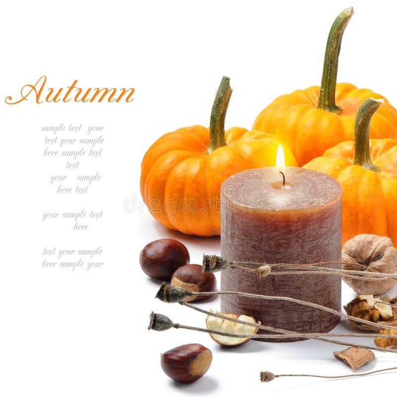 Aún-vida del otoño con la vela imágenes de archivo libres de regalías