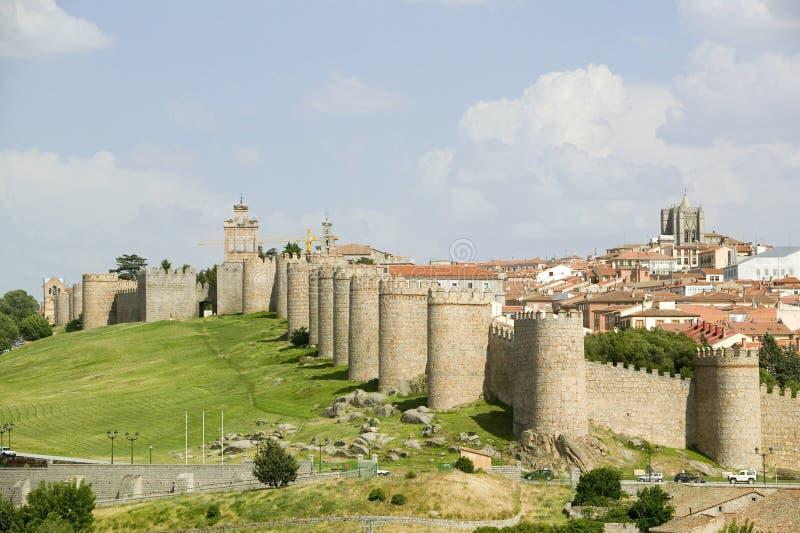 从1000 A的被围住的城市 d 周围阿维拉西班牙,一个老卡斯提尔的西班牙村庄 库存图片