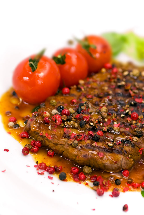 Free A Grilled Peppercorn - Steak With Tomato Lettuce Royalty Free Stock Photography - 8499647