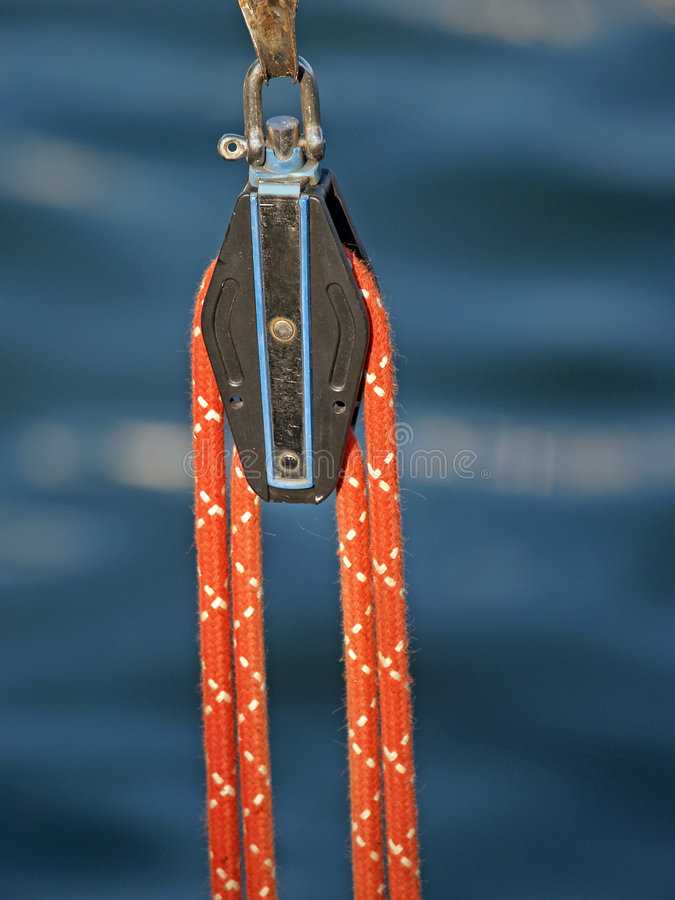 Free A Pulley And A Rope Royalty Free Stock Images - 1058419