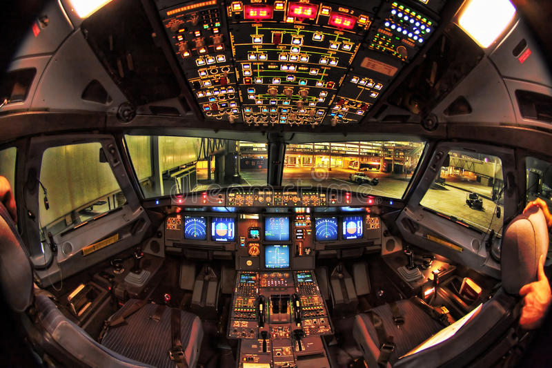 a330 Airbus kokpitu noc zdjęcia royalty free