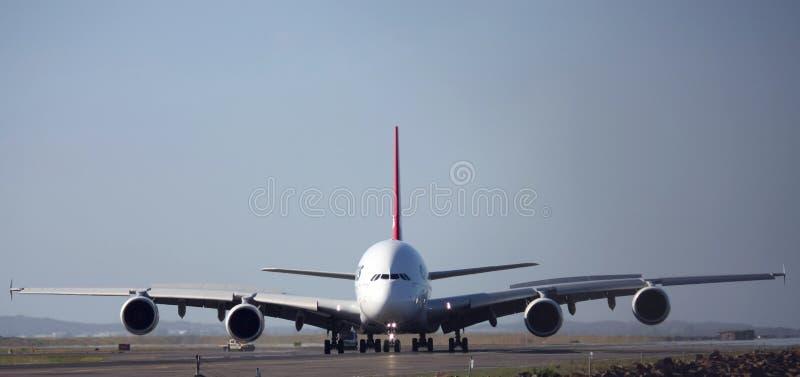 a380空中巴士前跑道视图 免版税图库摄影