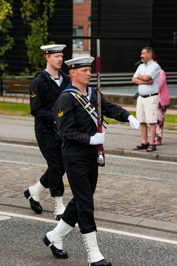 AABENRAA, ДАНИЯ - 6-ОЕ ИЮЛЯ - 2014: Корпус Tambour на параде на стоковые фото