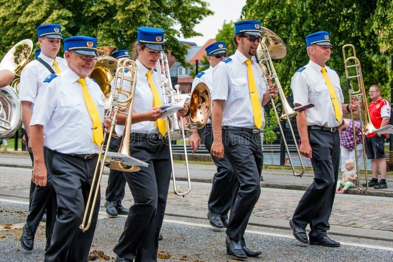 AABENRAA DANI, LIPIEC 6, 2014 - Bębenkowi korpusy przy paradą przy zdjęcia stock