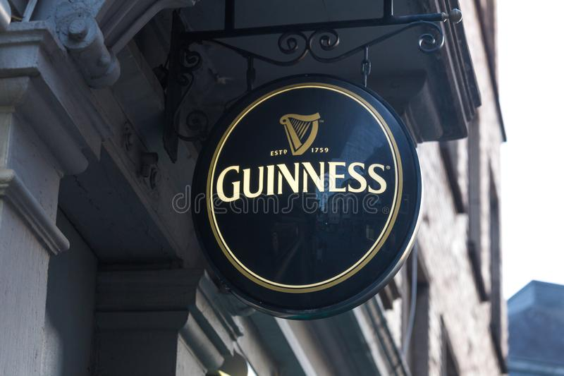 Aachen, Nordrhein-Westfalen/Deutschland - 06 11 18: Guinness-Bier unterzeichnen herein Aachen Deutschland stockfoto
