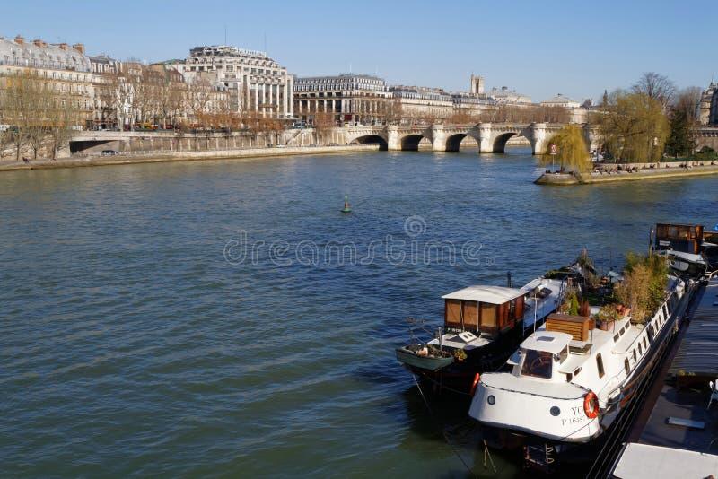 Aak en de brug van Pont Neuf royalty-vrije stock afbeelding