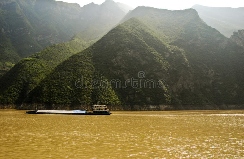 Aak op de rivier Yangtze in Centraal China stock foto's