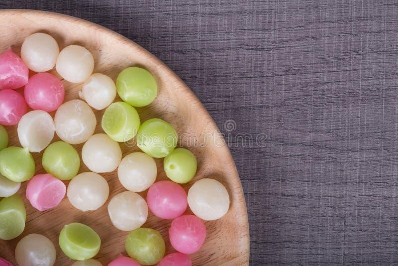 Aalaw或Alua,泰国传统在板材的糖果甜点心 免版税库存照片