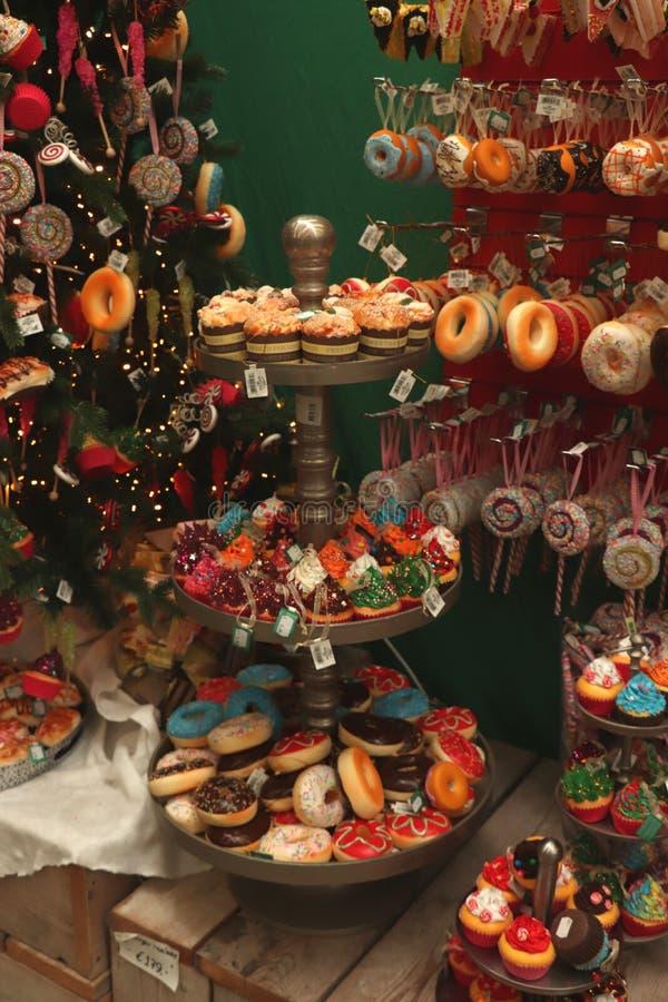 Aalsmeer, Nederland - November zevende 2018: De decoratie van suikergoedkerstmis stock fotografie