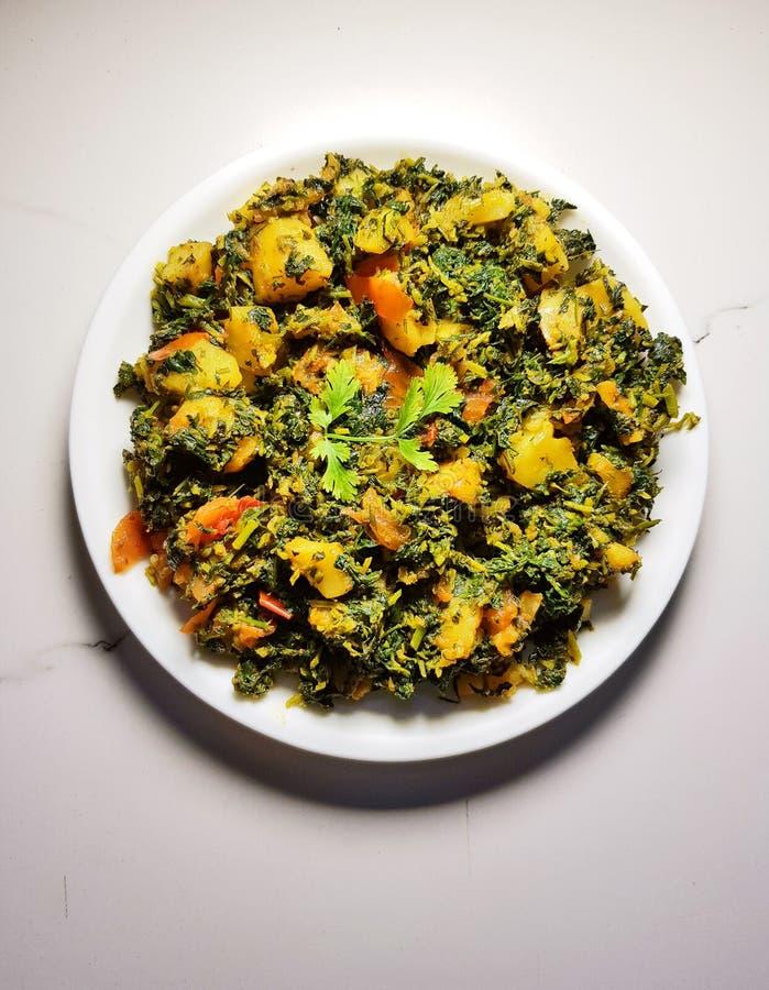 Aalu Methi torr curry arkivbilder