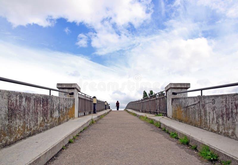 Aan het eind van de brug royalty-vrije stock foto's
