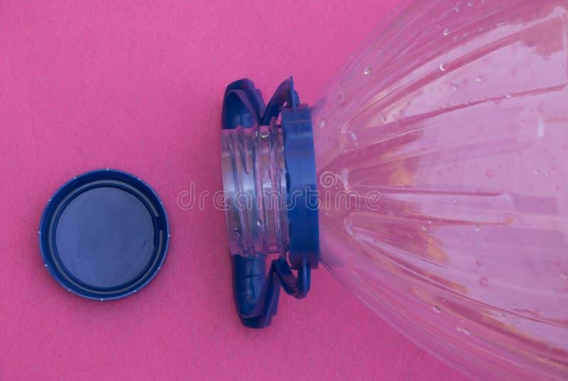 Aan het licht gebrachte waterfles royalty-vrije stock afbeelding