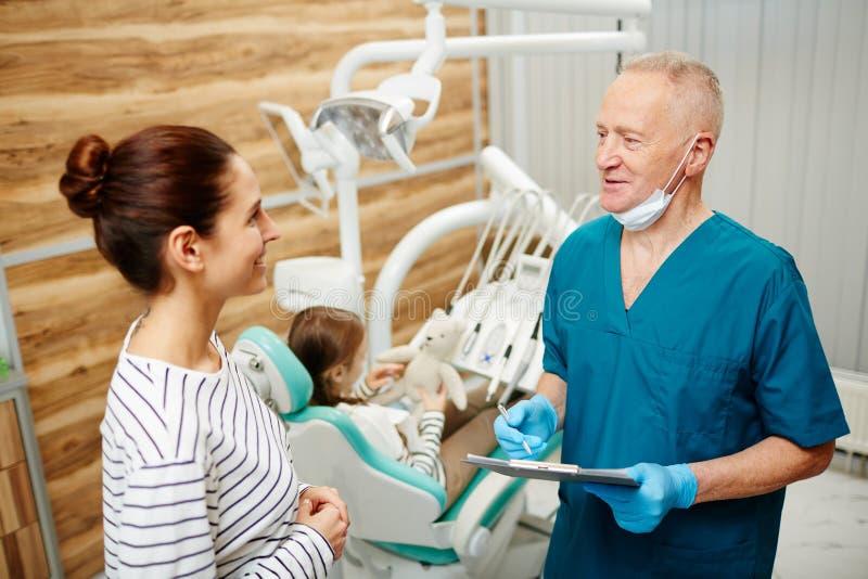 Aanbevelingen van tandarts royalty-vrije stock foto