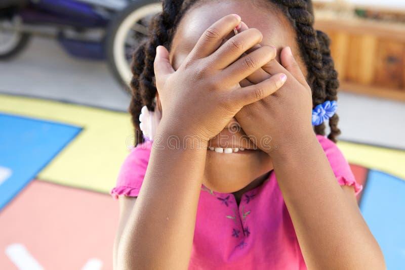 Aanbiddelijk Afrikaans Amerikaans meisje royalty-vrije stock foto