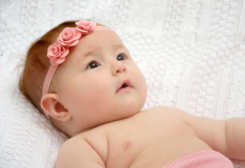 Aanbiddelijk babymeisje stock afbeelding