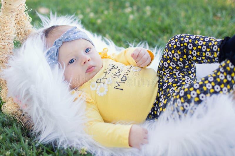Aanbiddelijk babymeisje royalty-vrije stock fotografie