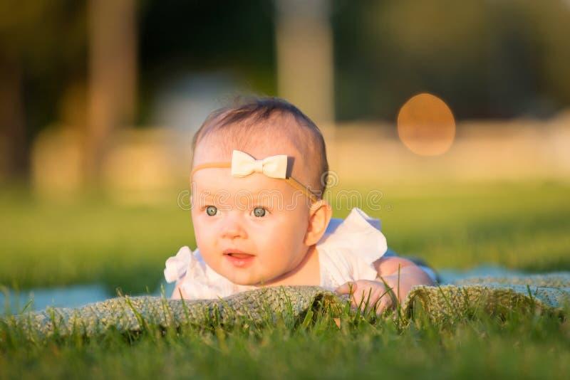 Aanbiddelijk babymeisje stock afbeeldingen