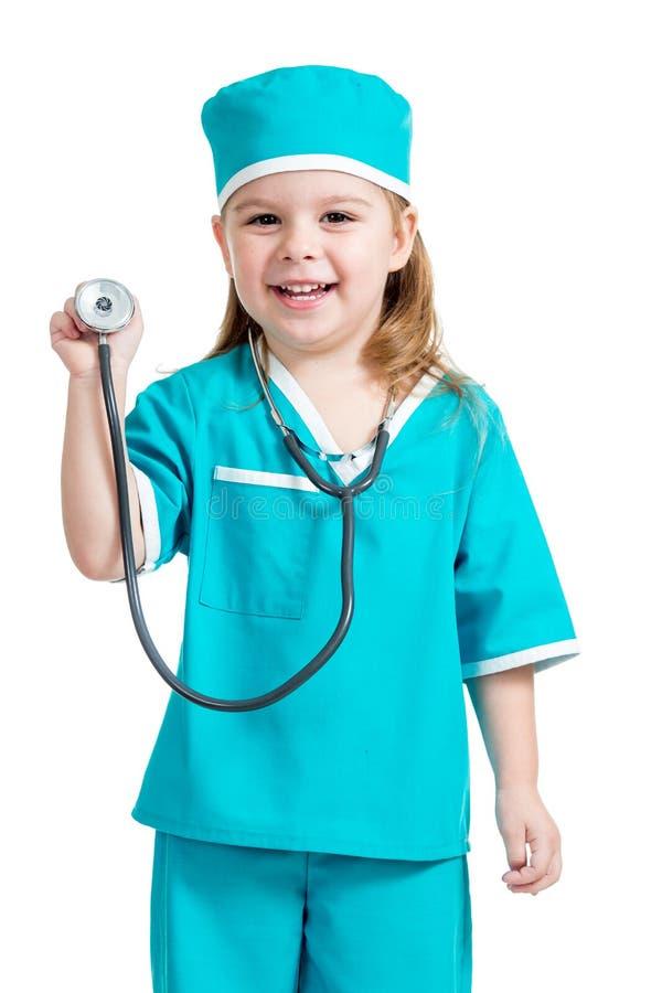Aanbiddelijk die jong geitjemeisje in uniform als arts op witte backgr wordt geïsoleerd royalty-vrije stock afbeeldingen