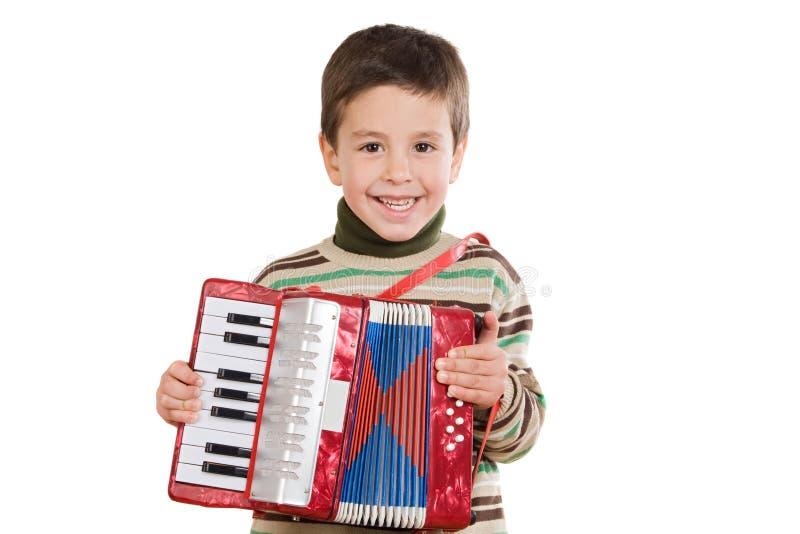 Aanbiddelijk kind dat rode harmonika speelt royalty-vrije stock foto