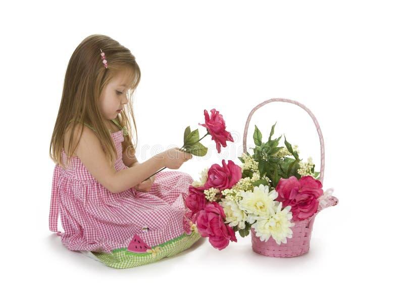 Aanbiddelijk Meisje met Bloemen stock foto's