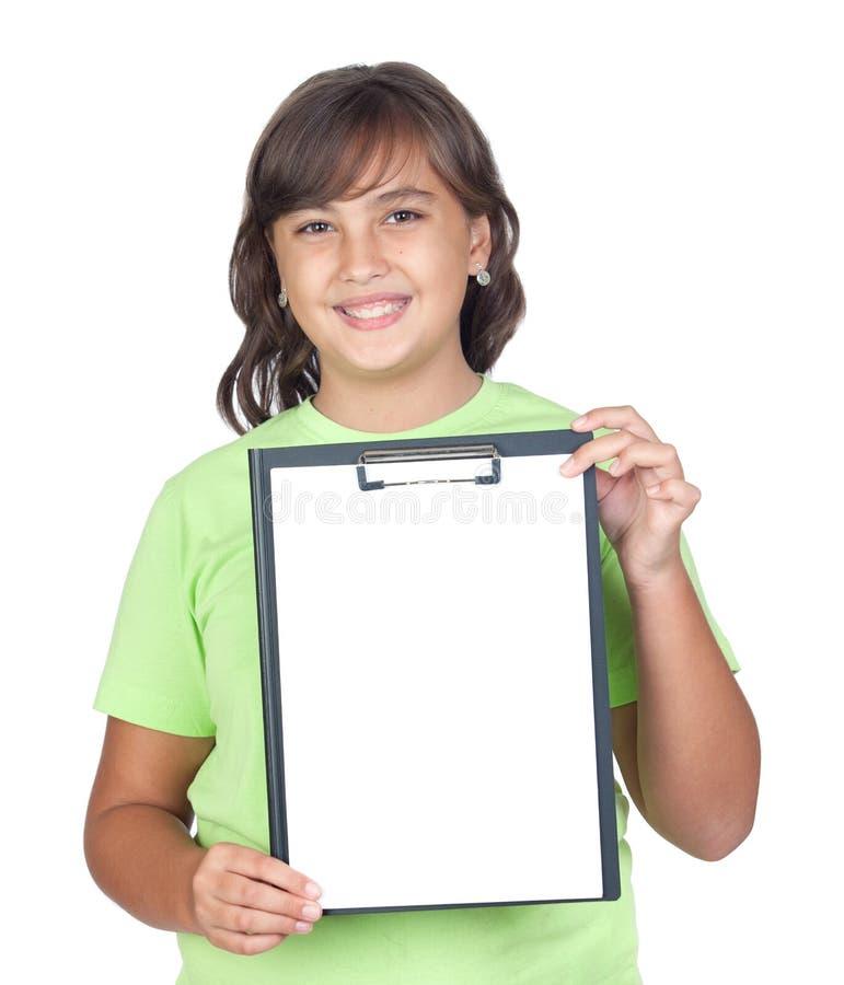 Aanbiddelijk preteen meisje met een leeg klembord stock afbeeldingen