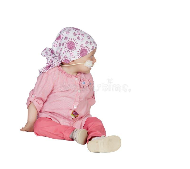 Aanbiddelijke baby met een headscarf die de ziekte slaan royalty-vrije stock foto's