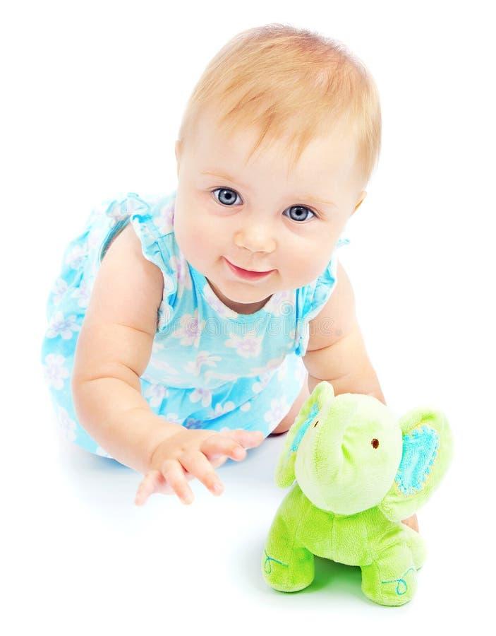 Aanbiddelijke gelukkig weinig babymeisje het spelen stock foto's