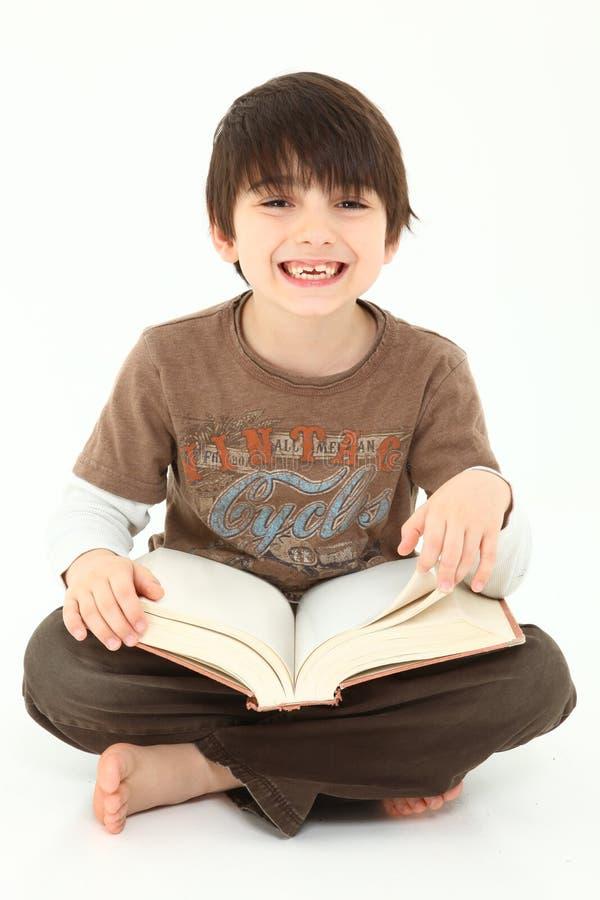 Aanbiddelijke Jongen met Boek stock foto