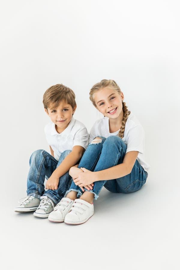 Aanbiddelijke kleine kinderen stock fotografie