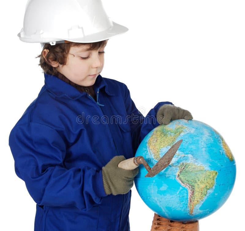 Aanbiddelijke toekomstige bouwer die de wereld construeert stock foto