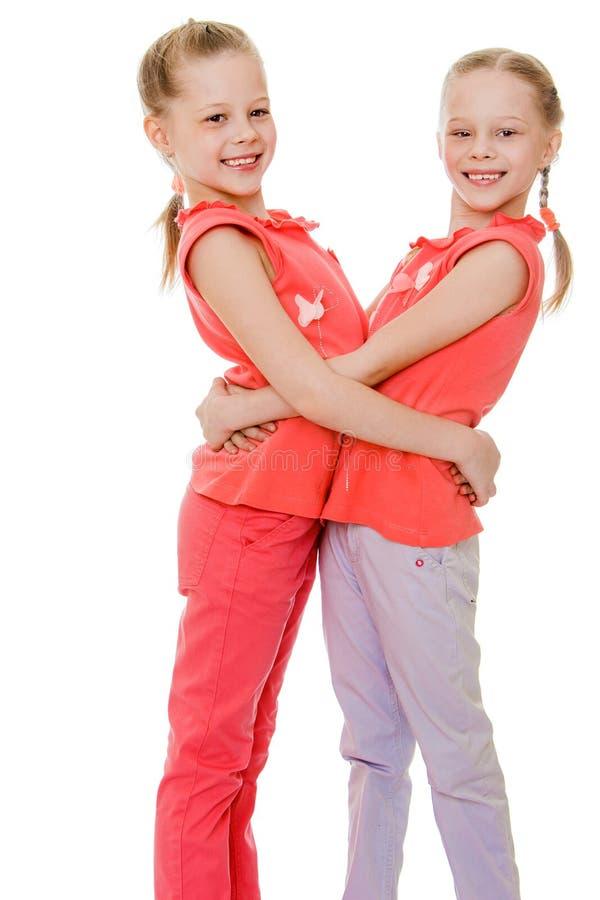 Aanbiddelijke tweelingmeisjes stock afbeelding