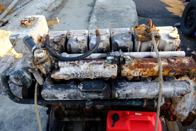 Aangetaste Oude Lister-diesel Bootmotor in Scheepswerf royalty-vrije stock afbeeldingen