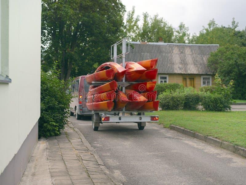 Aanhangwagen met kajaks stock foto's
