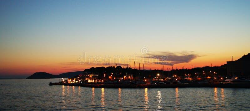 Aankomst bij Zonsondergang Spleet, Kroatië stock foto